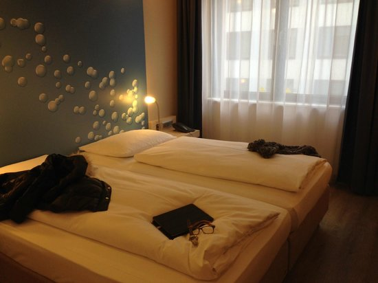 room picture of h2 hotel berlin alexanderplatz berlin. Black Bedroom Furniture Sets. Home Design Ideas