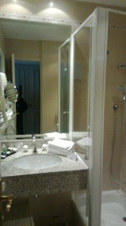 Hotel Bradford Elysees - Astotel: salle d'eau