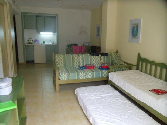 IBEROSTAR Alcudia Park: Lounge/diner/kitchen area (one bedroom apartment)