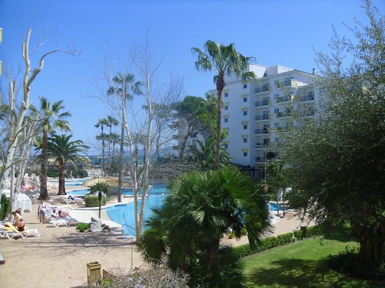 IBEROSTAR Alcudia Park: View of pool from our balcony.  First floor, room 4109