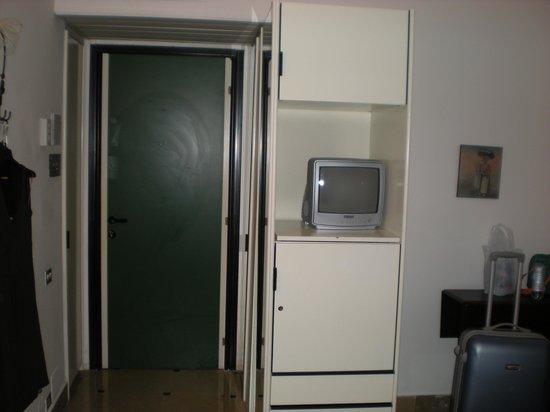 Hyencos Hotel Callyon: Il televisore...
