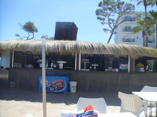 IBEROSTAR Alcudia Park: Beach bar for drinks & ice cream (lovely seating area with view of beach)