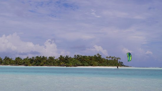Kiteboard Aitutaki: island kiting