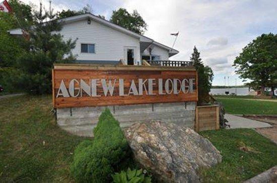 Webbwood, Canadá: main lodge