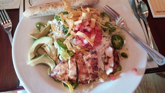 Iron Hill Brewery & Restaurant: Spicy Chicken Tortilla Salad