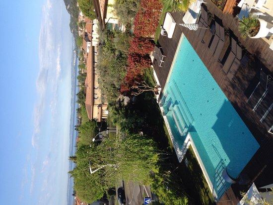 Tobago Wellness Hotel: Pool und Seeblick