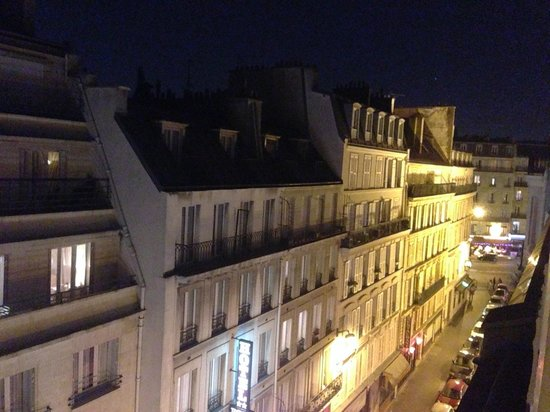 Royal Magda Etoile Hotel: Rue Troyon - view from room
