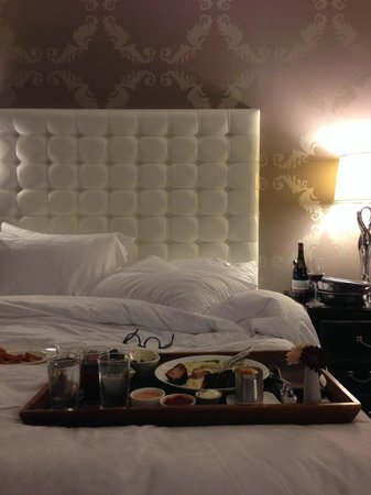 The Nines, a Luxury Collection Hotel, Portland: Bedroom + Room Service
