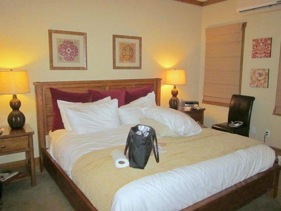 The Esmeralda Inn : ROOM