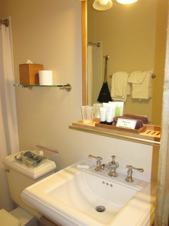 The Esmeralda Inn: COMPLIMENTARY TOILETRIES