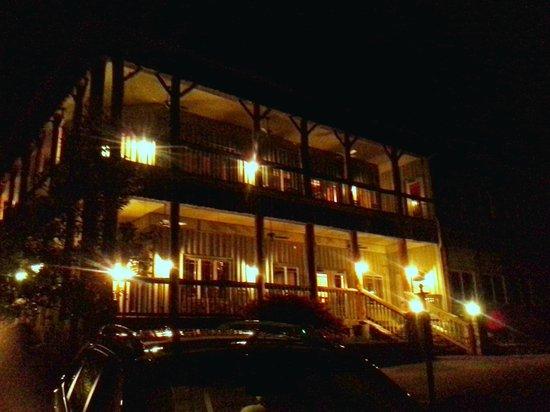 The Esmeralda Inn : FRONT OF INN AT NIGHT