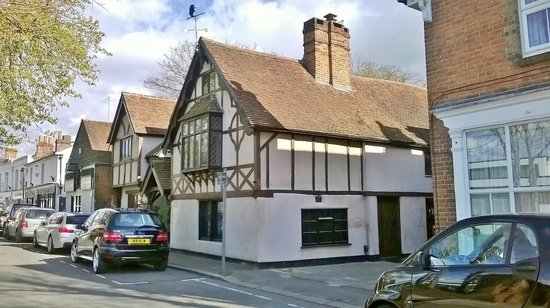 Wildwood - The Old Bear: HOUSE IN CHURCH ST OPPOSITE