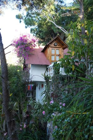 La Casa del Mundo Hotel : One of the cottages - it has a room on top and on bottom (#11)