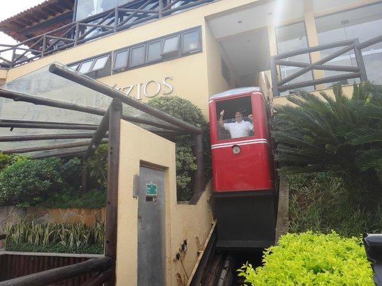 Rio Buzios Beach Hotel : ASCENSOR DESDE LA VEREDA DEL HOTEL AL PISO