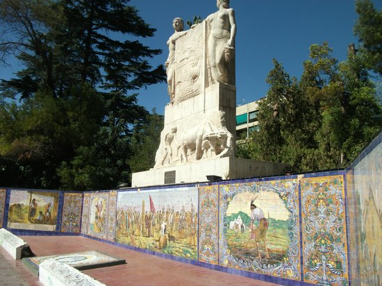 Plaza Espana: Monument with tiled pictures
