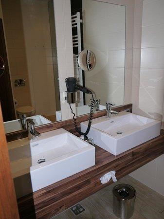Hotel Vienna: Ванна