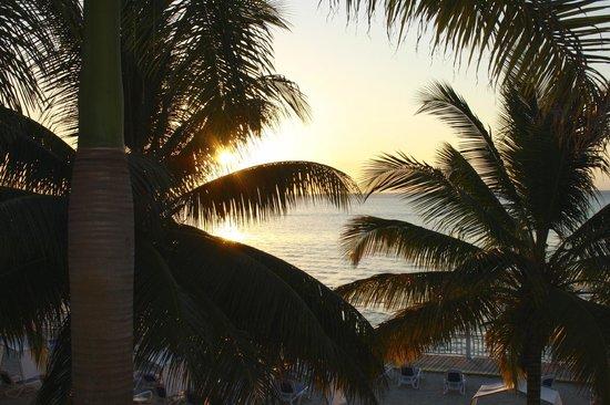 Royal Decameron Montego Beach : Coucher du soleil vue de la chambre