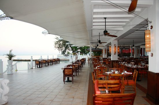 Royal Decameron Montego Beach : Salle à manger du buffet