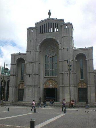 Plaza de la Independencia: igreja