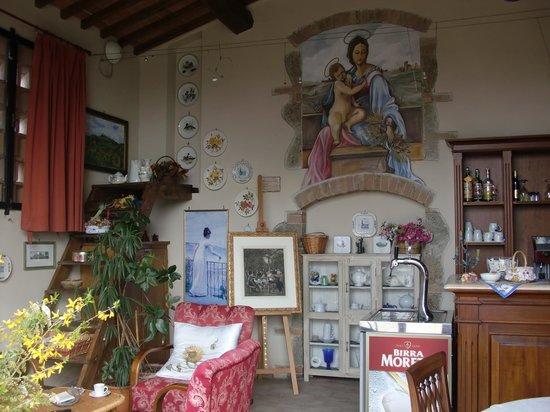 Antico Borgo San Lorenzo: il bar riccamente decorato