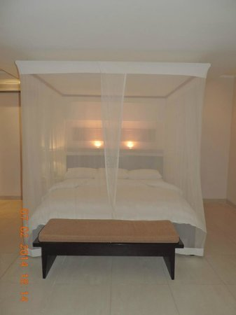 The Kunja Villas & Spa: Four poster bed
