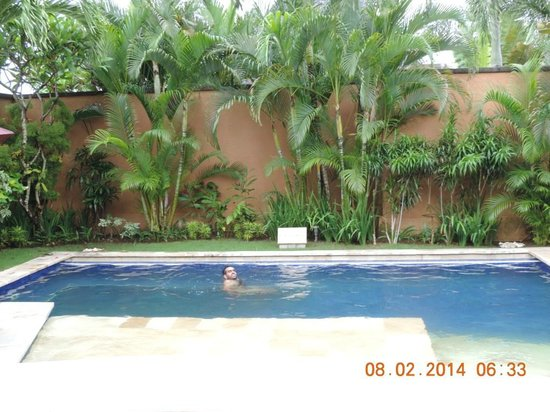 The Kunja Villas & Spa: Pool..bathing..!!