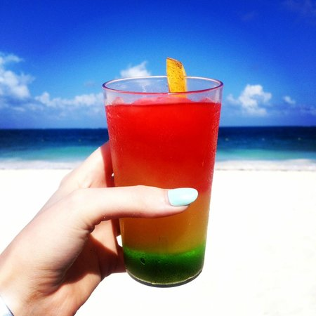 Now Sapphire Riviera Cancun: the whitest sand, bluest ocean and delicious drinks - great beach!