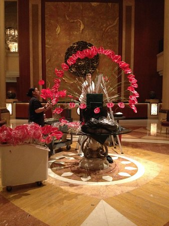 Shangri-La Hotel, Singapore : Jet lagged?  Watch the flower arrangers happily at work in the twilight hours.