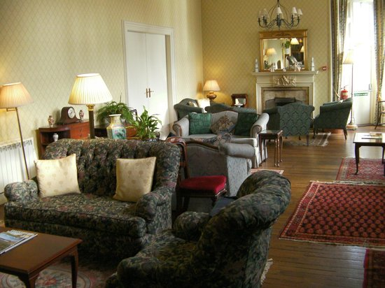 Western Isles Hotel: The lounge - mostly un-occupied during our visit.