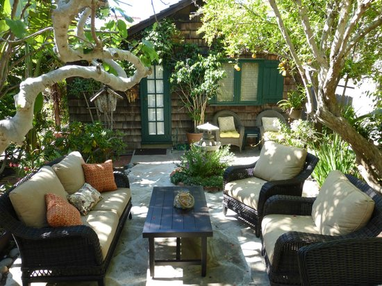Redwood Hollow - La Jolla Cottages: Relaxing Courtyard Patio