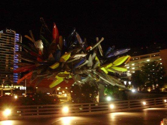 Vdara Hotel & Spa : Sculpture at entrance