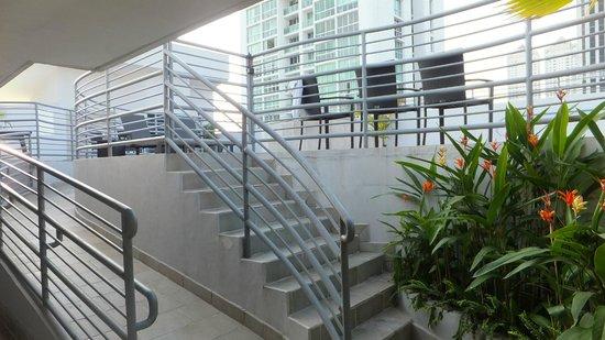 DoubleTree By Hilton Panama City: Up to Pool