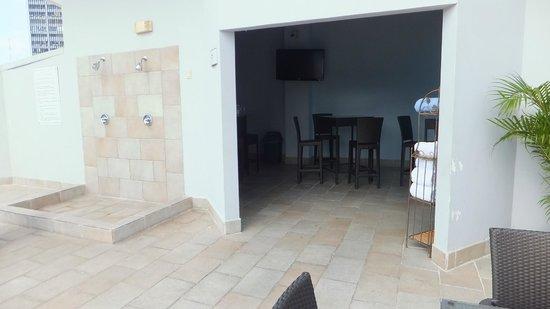 DoubleTree By Hilton Panama City: Pool Lounge Area