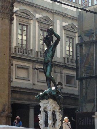 Piazza della Signoria : Perseu mata Medusa