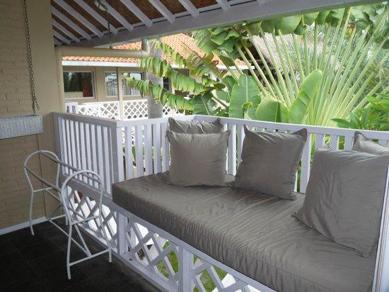 Tauch Terminal Resort Tulamben & Spa: Zimmer mit Kuschelecke