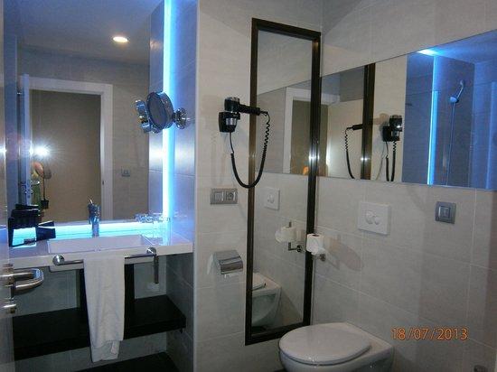 Melia Alicante: Baño habitación