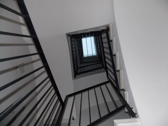 Blue Moon Apartments: stairs