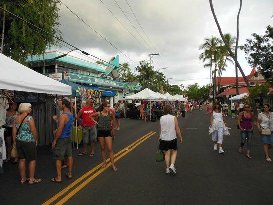 Courtyard by Marriott King Kamehameha's Kona Beach Hotel: Just outside the street fair of Alii Drive