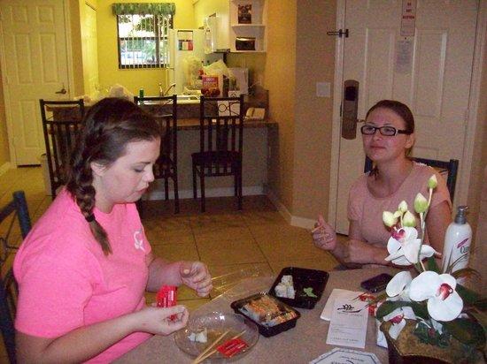 Westgate Lakes Resort & Spa : Eating takeout