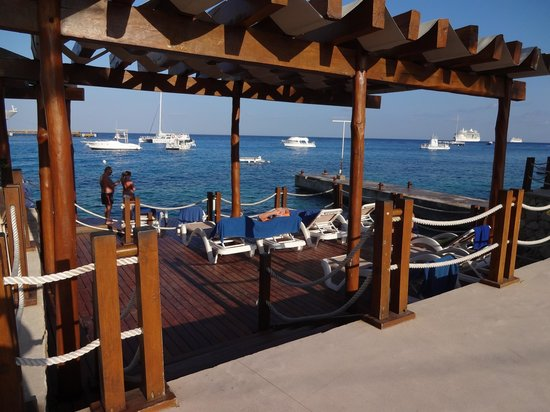 Grand Park Royal Cozumel: One of the decks by the beach