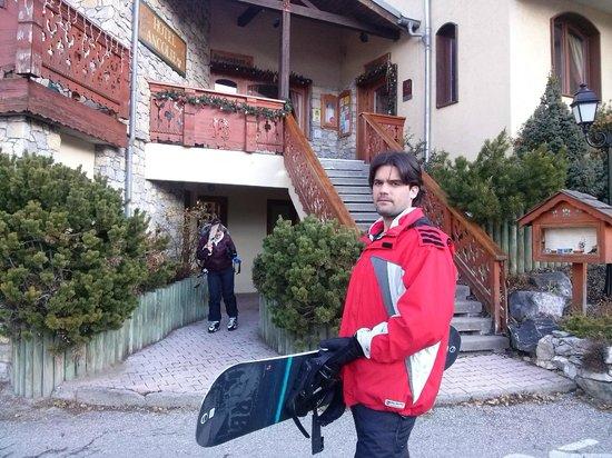 Hotel Ancolie: Saindo para esquiar.