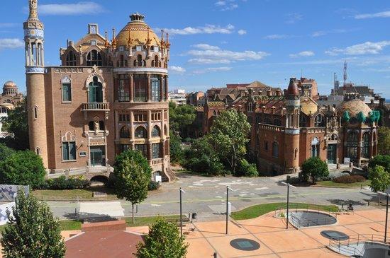 Recinte Modernista de Sant Pau: Pabellón Sant Manuel (izquierda) y San Rafael (derecha)
