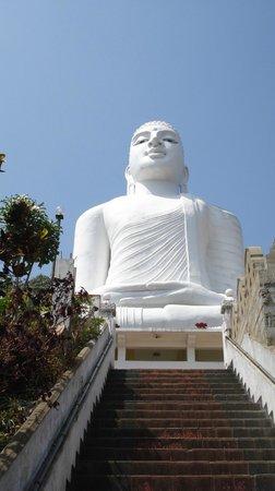 Hotel Thilanka: Der weisse Buddha über Kandy