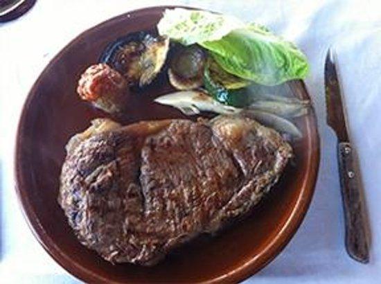 Restaurante Atalaya. Asador y Cocina Marroqui: Entrecot de ternera a la parrilla con verduras de la huerta de Conil