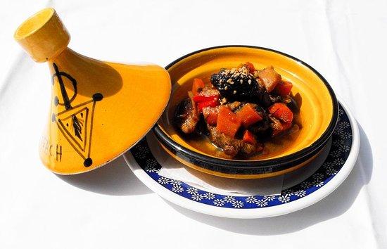 Restaurante Atalaya. Asador y Cocina Marroqui: Tapa de tajin de cordero con verduras y frutos secos