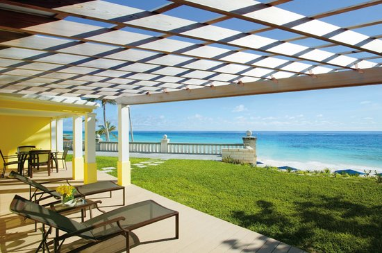 Elbow Beach, Bermuda: Lanai-style terrace