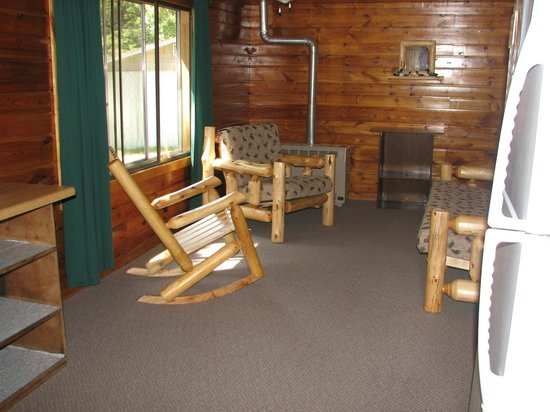 Hyde-A-Way Bay Resort: Cabin 7 living space and 30 feet from the lake.