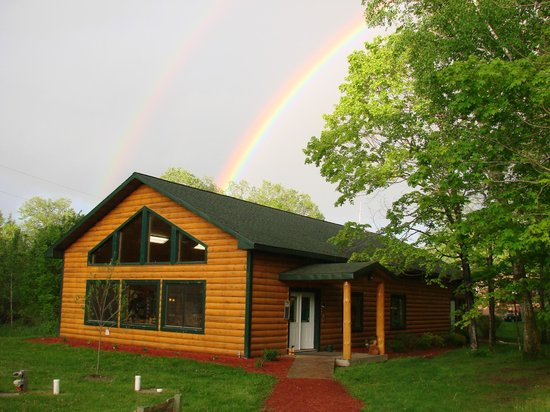 Hyde-A-Way Bay Resort: Our lodge with a rainbow!