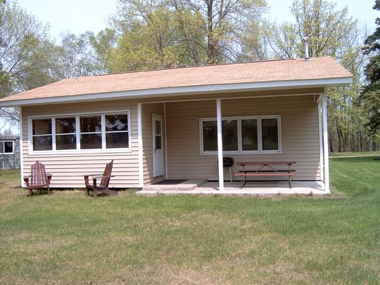 Hackensack, MN: Cabin 9 which is 30 feet from the lake.