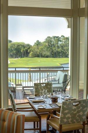 Live Oak: Dine indoors or outdoors.